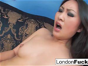 London Keyes and Evelynn Linn have some girly-girl activity