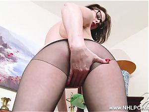 Pantyhosed office mummy romps raw cooter with toy on desk