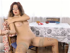 unshaved Housewife strokes on kitchen table