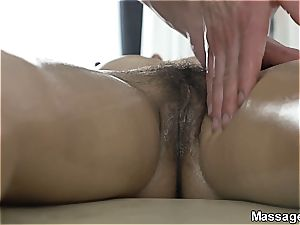 dream stunner Lena muff rides the masseuse until he finished on her culo