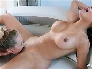 Lela star and Carter Cruise lesbian minge licking activity