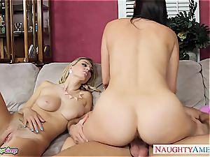 ambisexual Natalia Starr smash in threesome