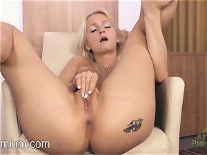 Lea Stevenson jacking her super-sexy wet muff