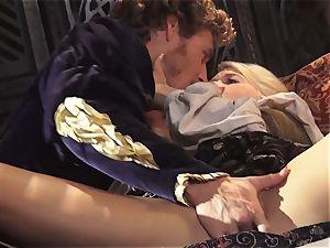 super-hot queen Anikka Albrite awoken with a pulverize