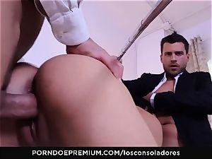 LOS CONSOLADORES - Julia De Lucia enjoys crazy foursome