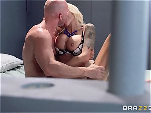 Nina Elle plumbs a stunning con in front of her hotwife husband