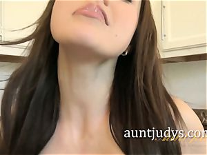 Tina Kay Wants You to blow a fountain on Her Face