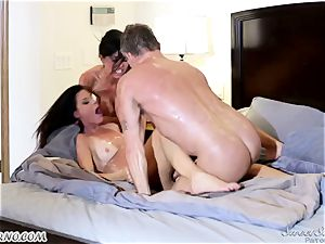 Veronica Avluv and India Summer - My dear husband, you want to try my friend's muff