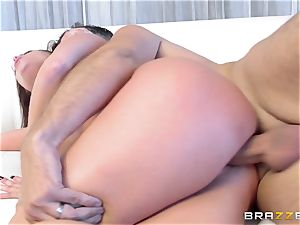brunette Britney Amber gets an unexpected shaft packing