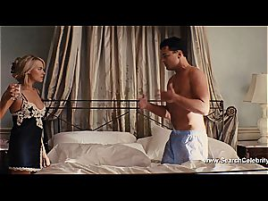 Margot Robbie naked in The otter of Wall Street
