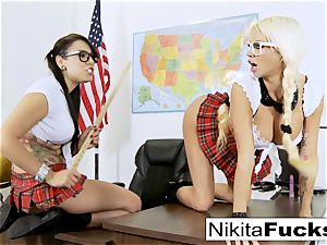Classroom taunting leads to lezzy boinking