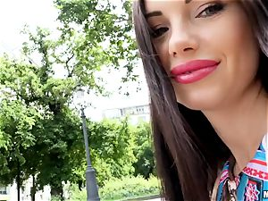 The edible smirk of Sasha Rose does it all