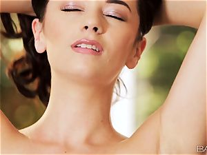 pecker taunting Taylor Vixen can't wait to please her labia