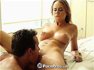 Alexis Adams uses her forms and snatch