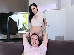 dark haired bombshell Ariana Marie wraps her red-hot lips chubby successful schlong