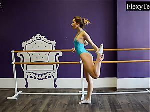Fiatal lady ballerina