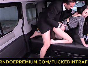 poked IN TRAFFIC - marvelous smallish stunner humped by driver
