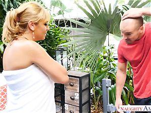 Sean Lawless finds steamy milf nude in the garden