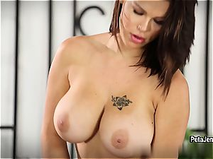huge-chested Peta Jensen romps herself to quivering orgasm
