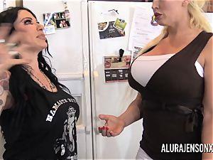 Alura Jenson has her way with her gf Jen Hexxx