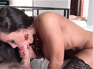Lisa Ann has no problem getting her backdoor poked