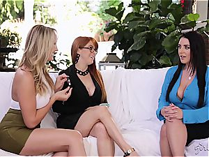 Penny Pax tonguing out 2 cootchies at once