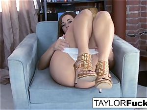 Taylor Vixen demonstrates Off those awesome orbs